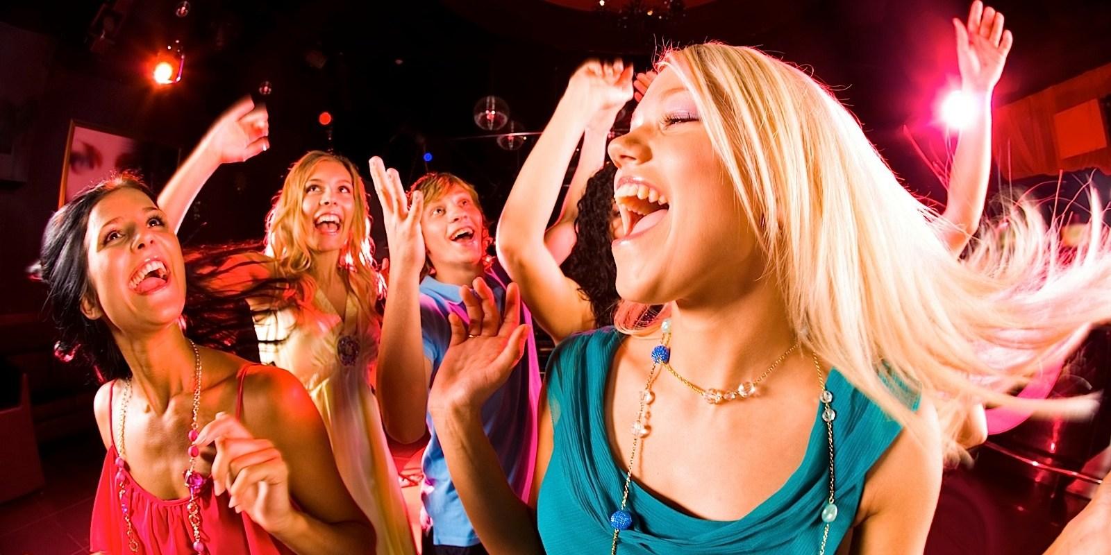 Секс девочками на вечеринке 21 фотография